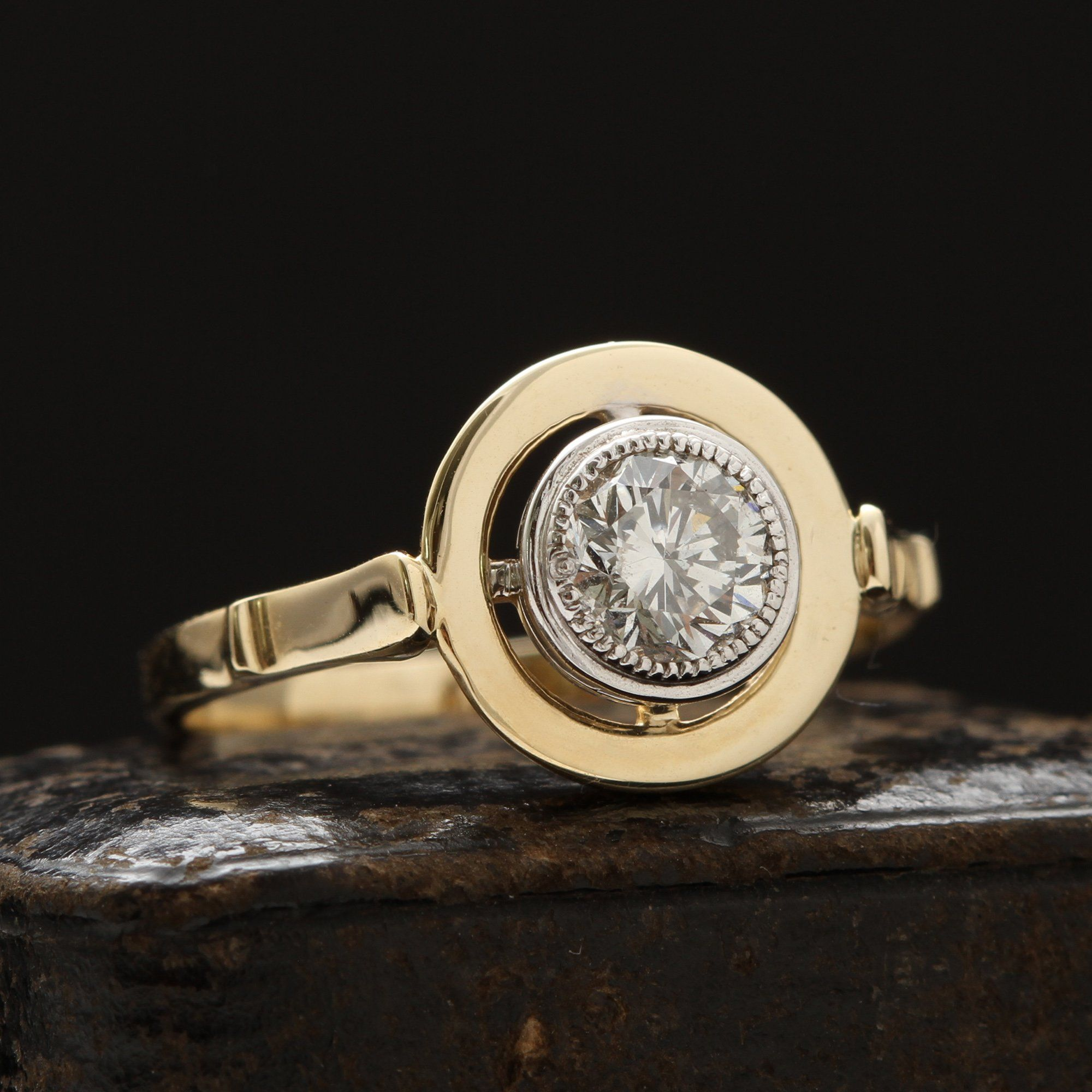 Omphalos Diamond Solitaire