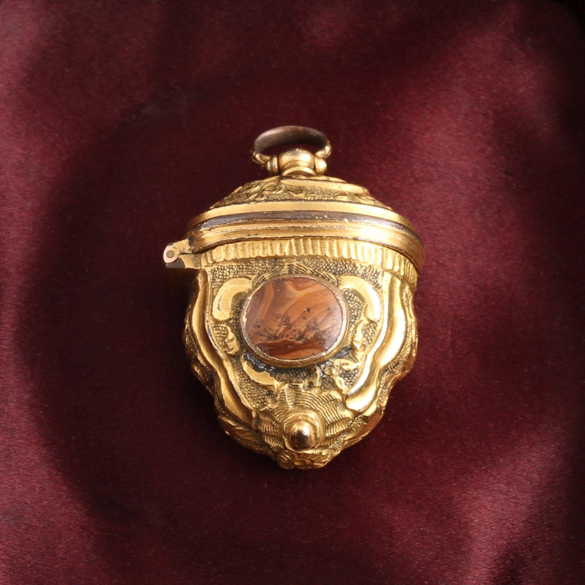 Victorian Foliate Agate Case Pendant