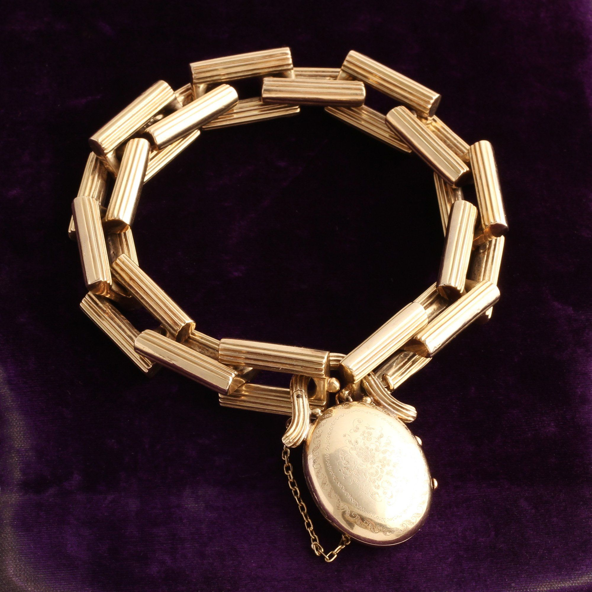 Front detail of closed Mid 19th Century French Chain Bracelet with Padlock Hair Locket