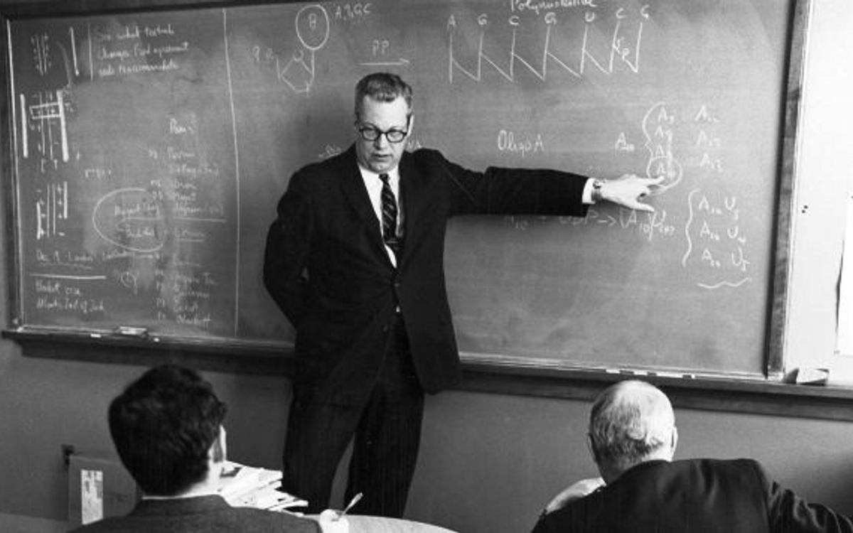 Professor Paul Doty lectures in Harvard's Conant Laboratory in the 1960s. Courtesy of Harvard Library.