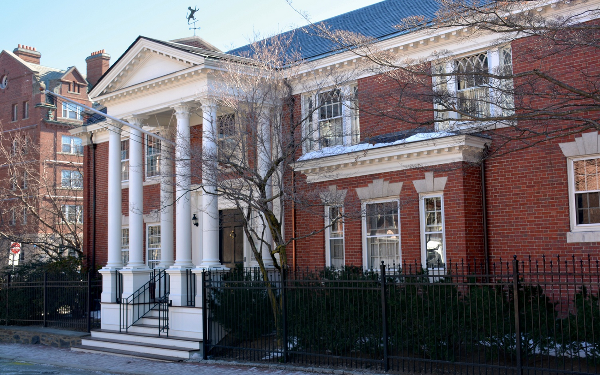 The Clubhouse of the Fly, an unrecognized student organization at Harvard (The Crimson)