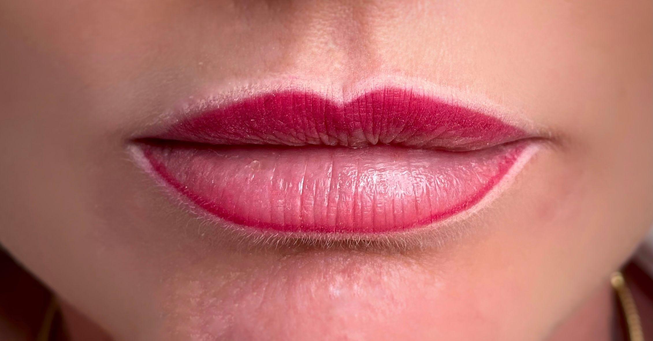 Lip contour before lip blush