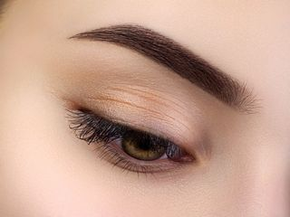 Woman with Semi-permanent Ombre Brows styling technique