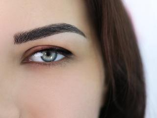 Eyebrows with semipermanent makeup