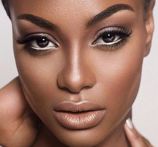 Permanent eyebrows on dark skin women