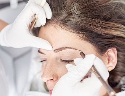 Eyebrows shaping with pencil