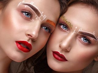 Women with eyebrows micorblading