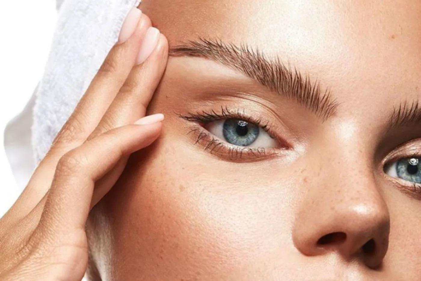 Eyebrow and eyelid lift