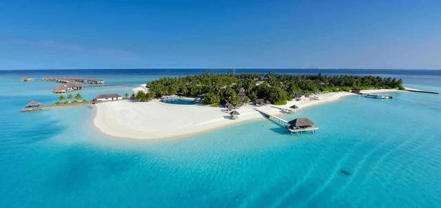 Velassaru Beach Resort
