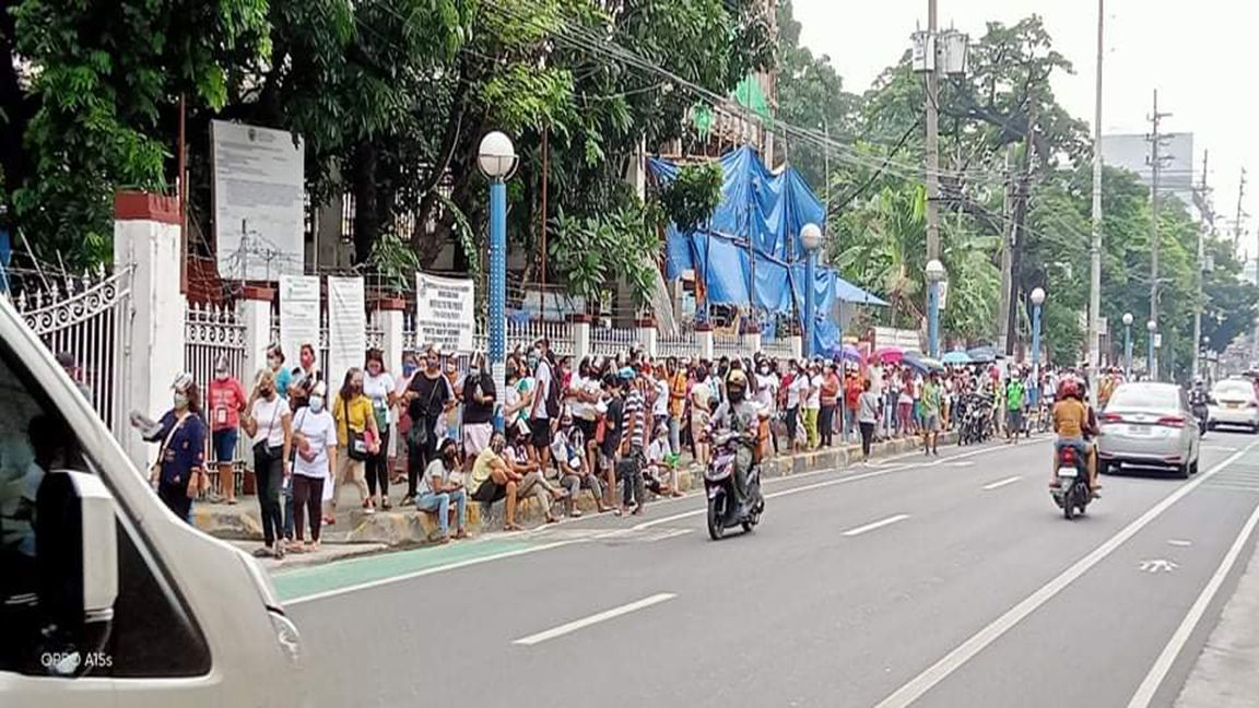 CASH AID DISTRIBUTION AS SUPER SPREADER EVENT  photo by Mike Taboy