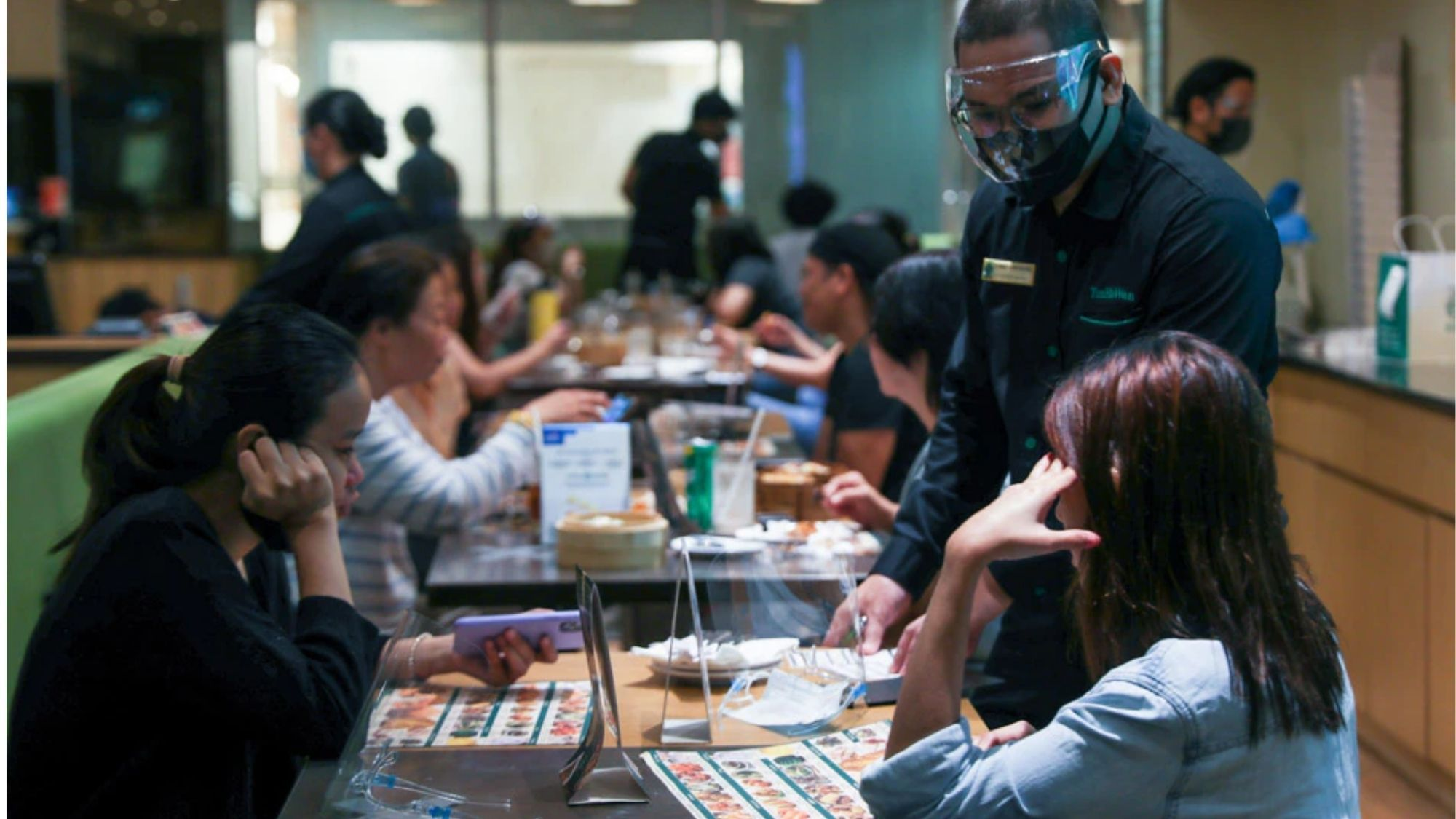 Restos offer treats, discounts for vaccinated clients