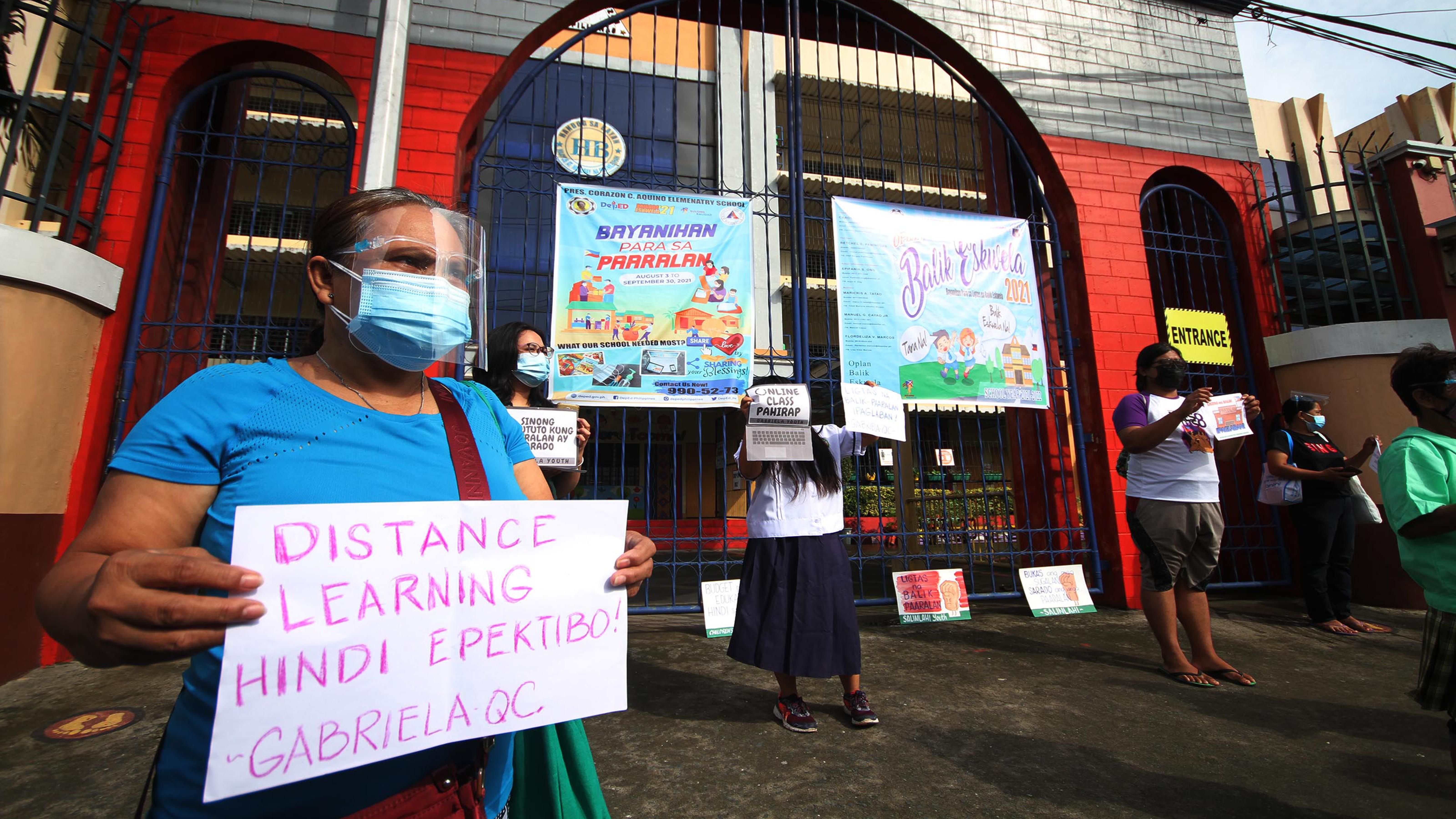 WOMEN'S GROUP BACKS RESUMPTION OF FACE-TO-FACE CLASSES photo by Danny Querubin
