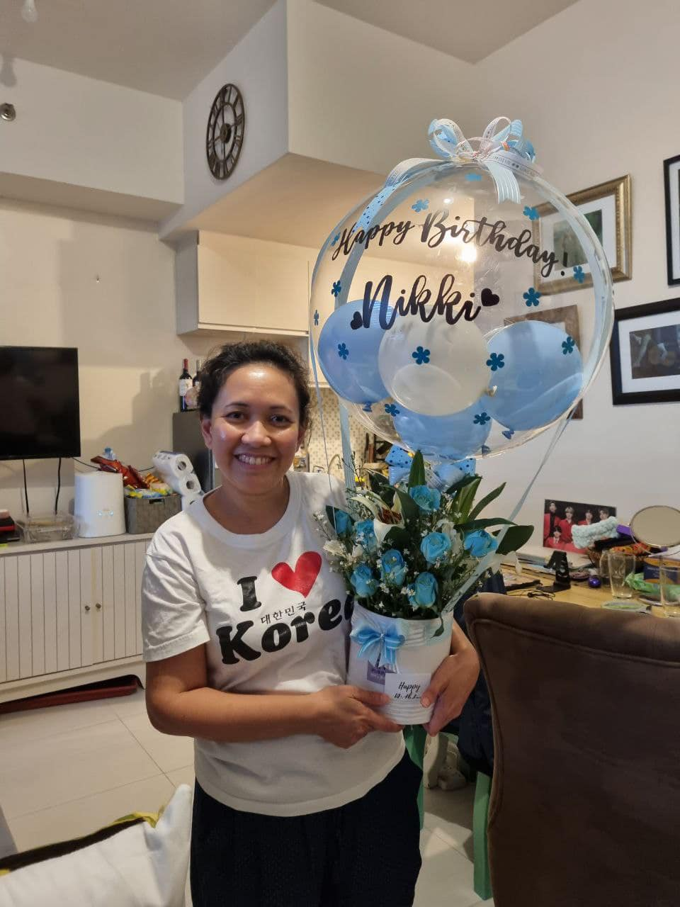 Officemates fete Taclobanon singer Nikki Junia's nth summers with b-day gifts, balloons