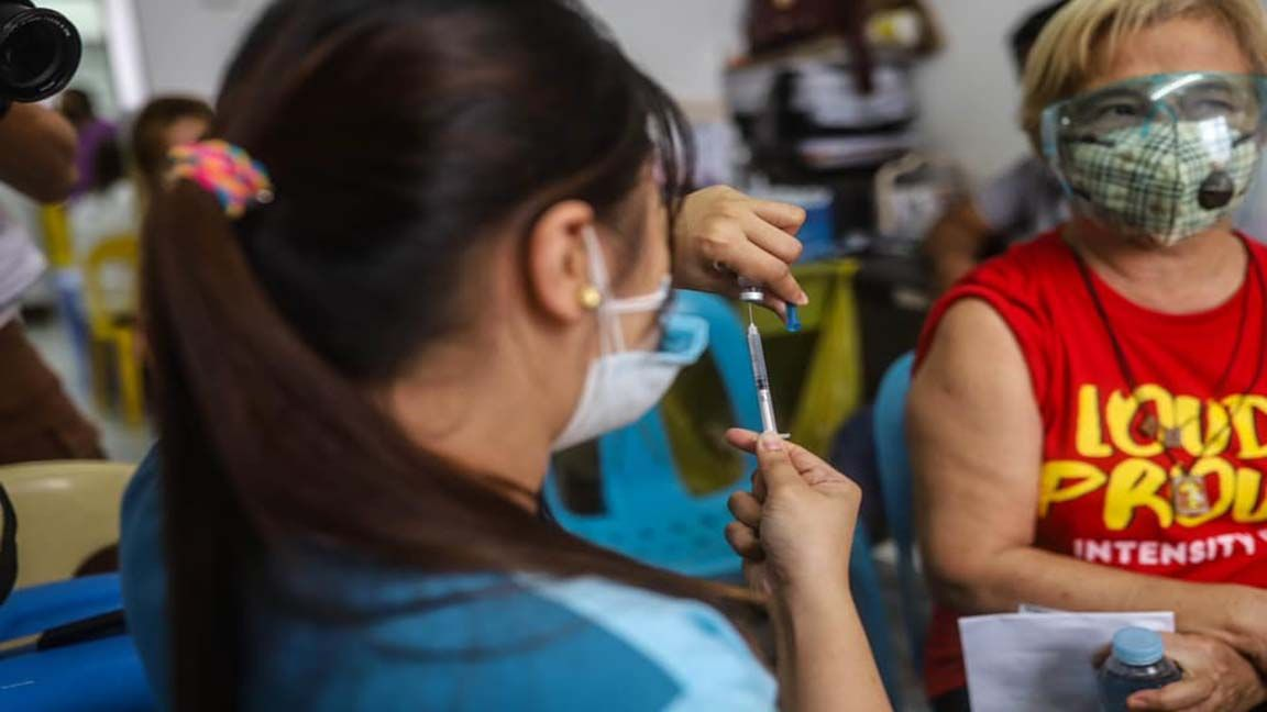 QC Gov't administers limited J&J vaccines to District 2 senior citizens photo from Quezon City Government