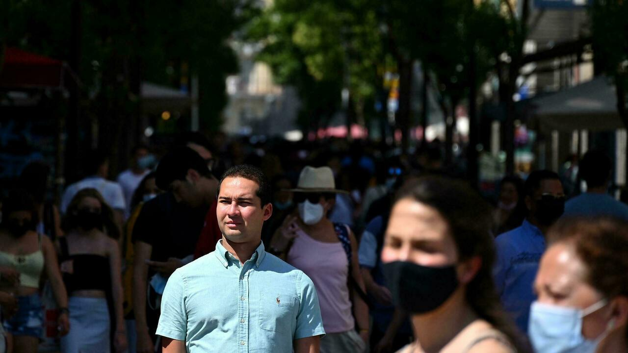 Spaniards keep their masks firmly on as cases soar photo by France24