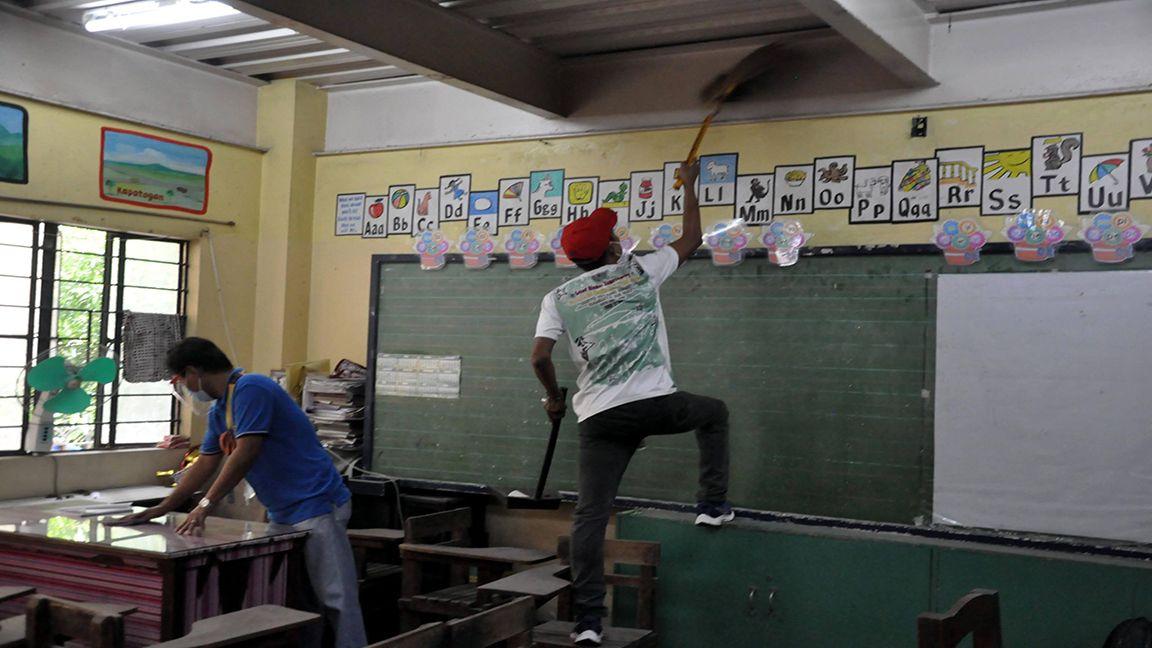DELTA VARIANT LOOMS OVER SCHOOL OPENING Photo by Danny Querubin