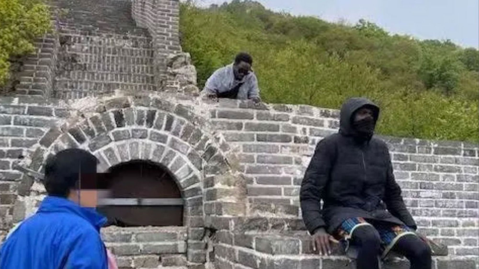 Two foreigners banned from China's Great Wall after trespassing