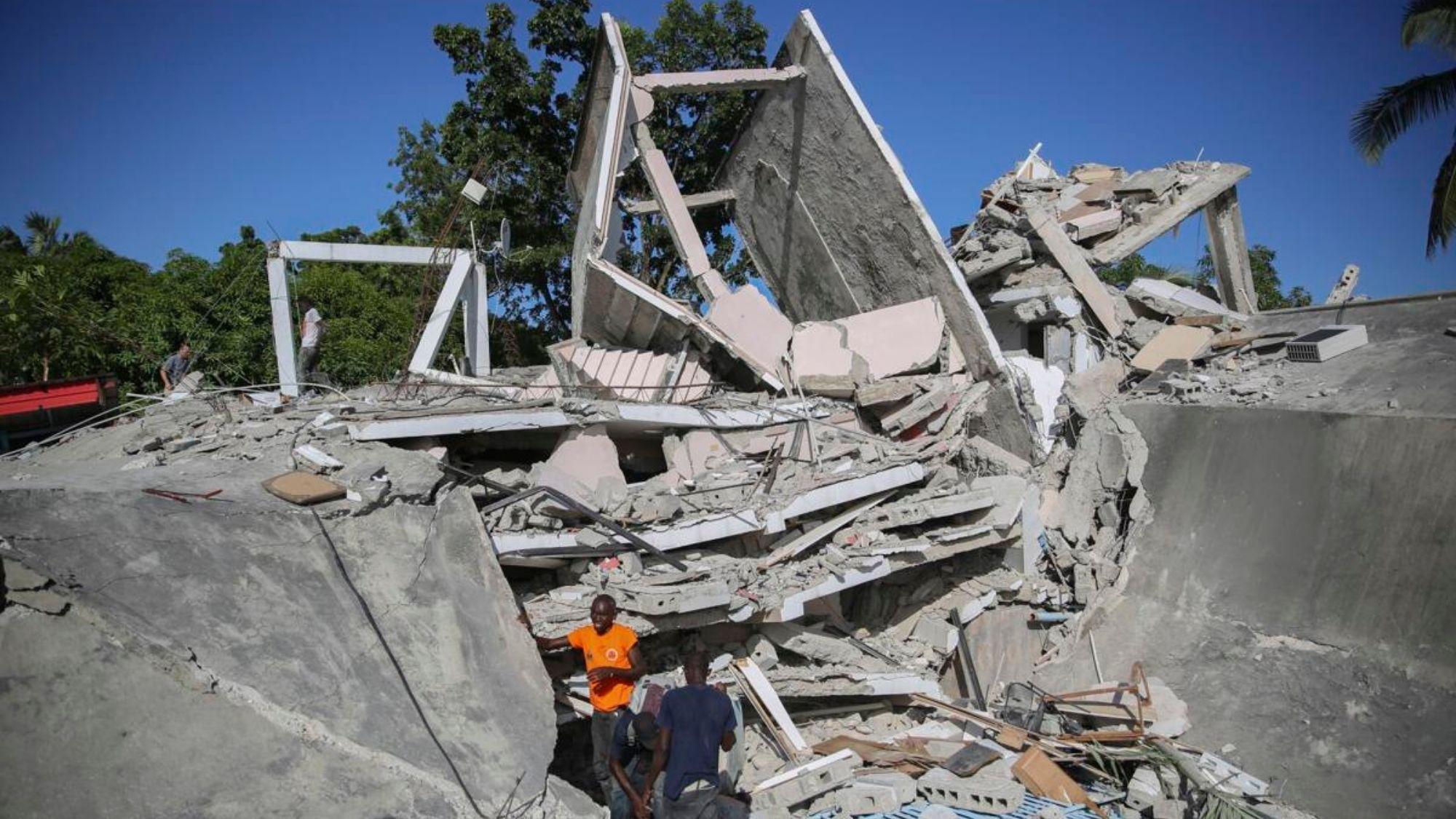 Hundreds killed in Saturday's quake at Haiti photo from SCNOW