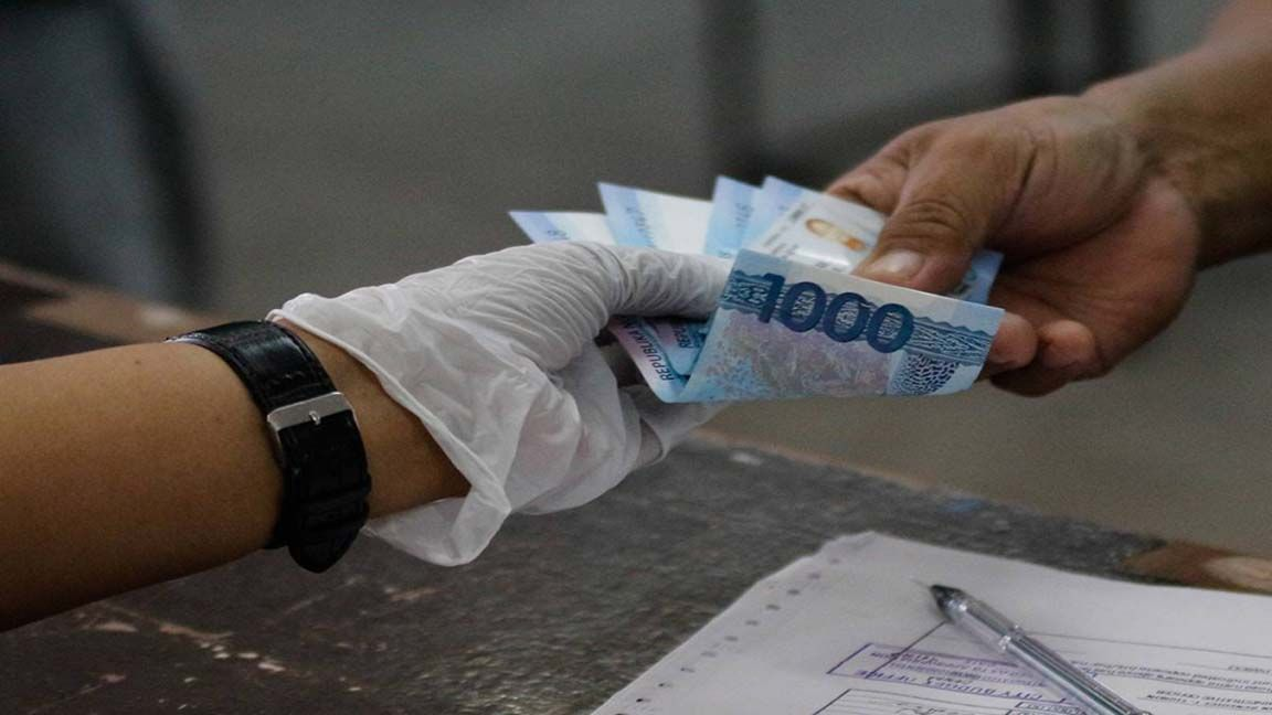Gov't assures cash aid to individuals in ECQ areas photo from The Manila Times
