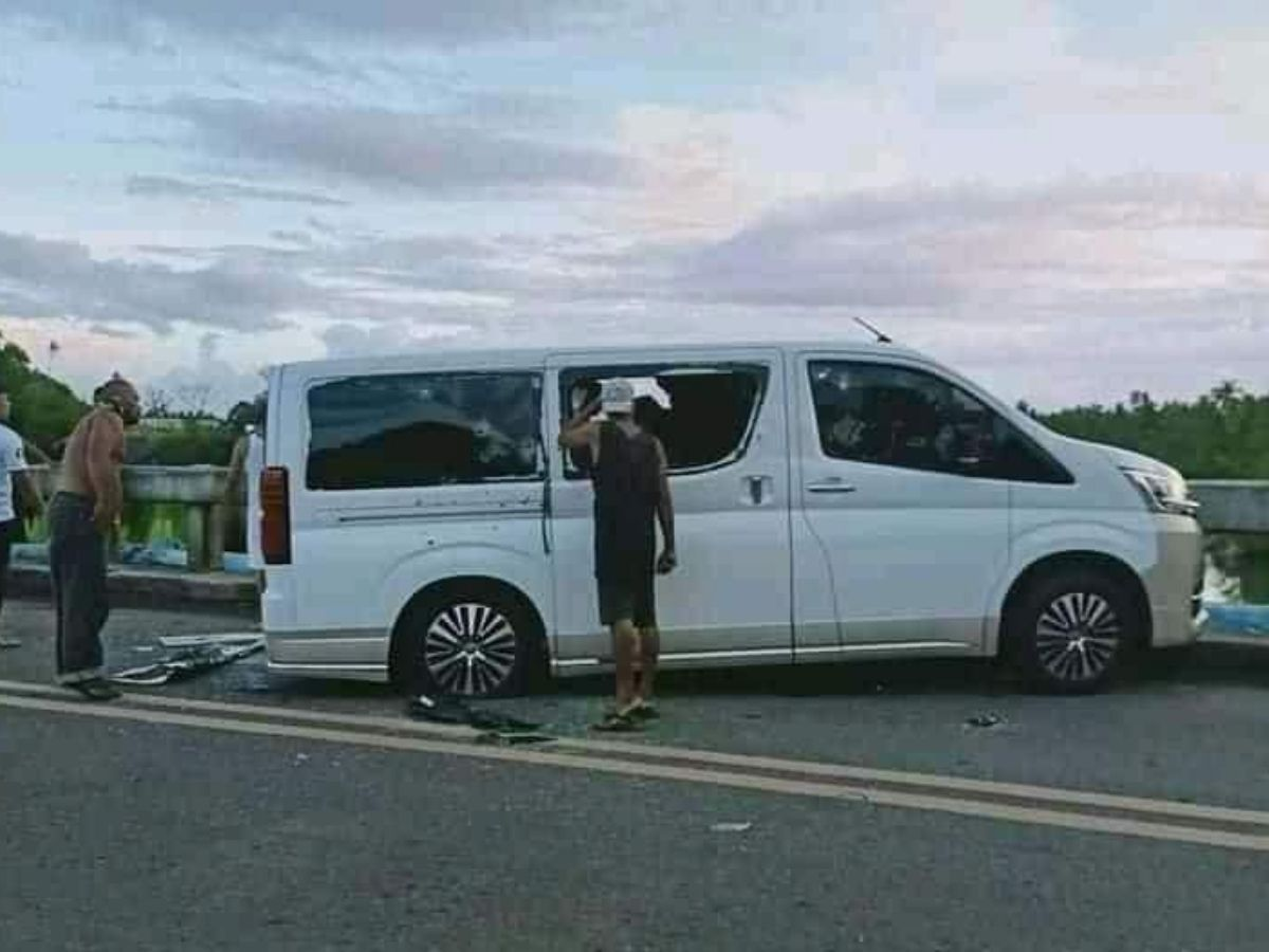 BULLET-RIDDLED. Kibitzerslook at the bullet riddled vehicle which Calbayog City Mayor Ronald Aquino was reportedly riding when he was ambushed by unknown gunmen. (ROY MORALETA)