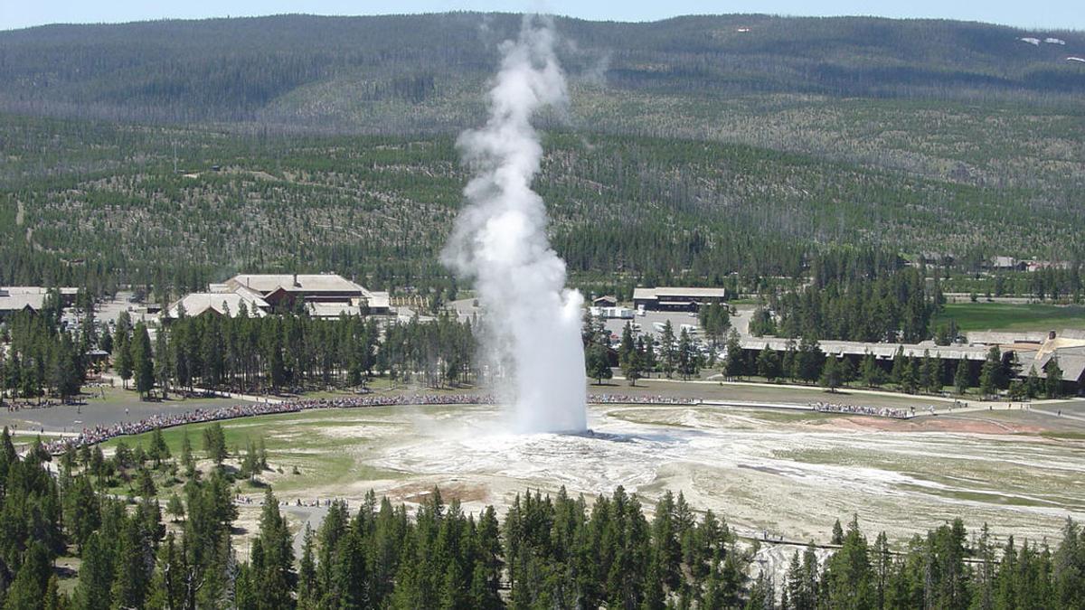 """Yellowstone's """"Old Faithful"""" Shutdown"""