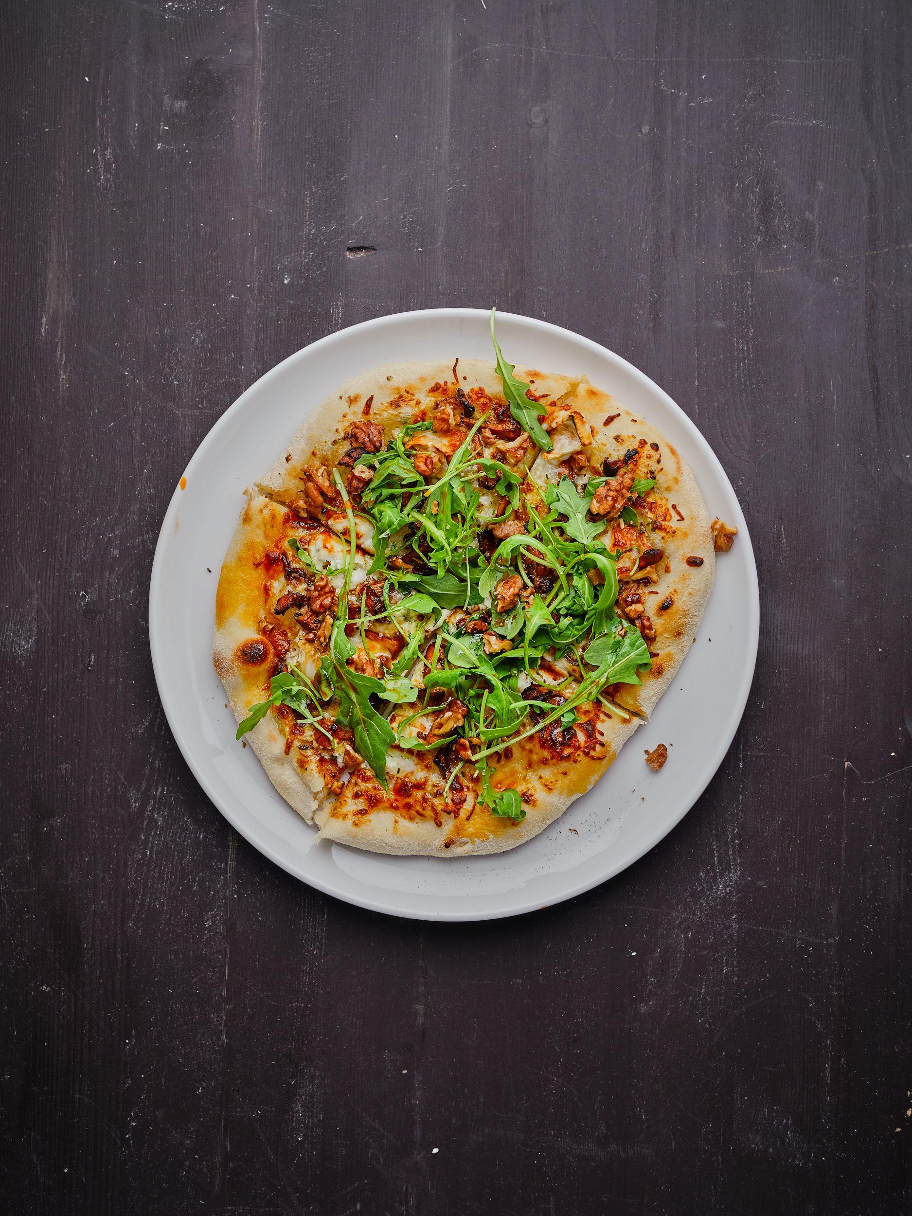 Pizza med surdeigsbunn