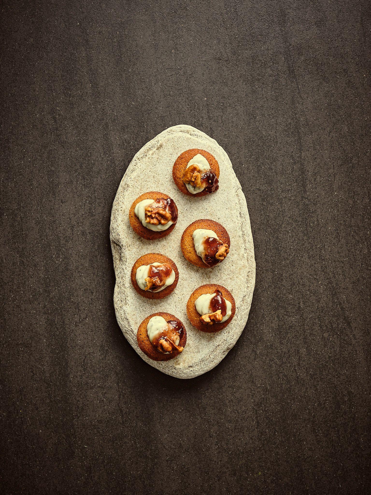 Myke pepperkaker med blåmuggkrem