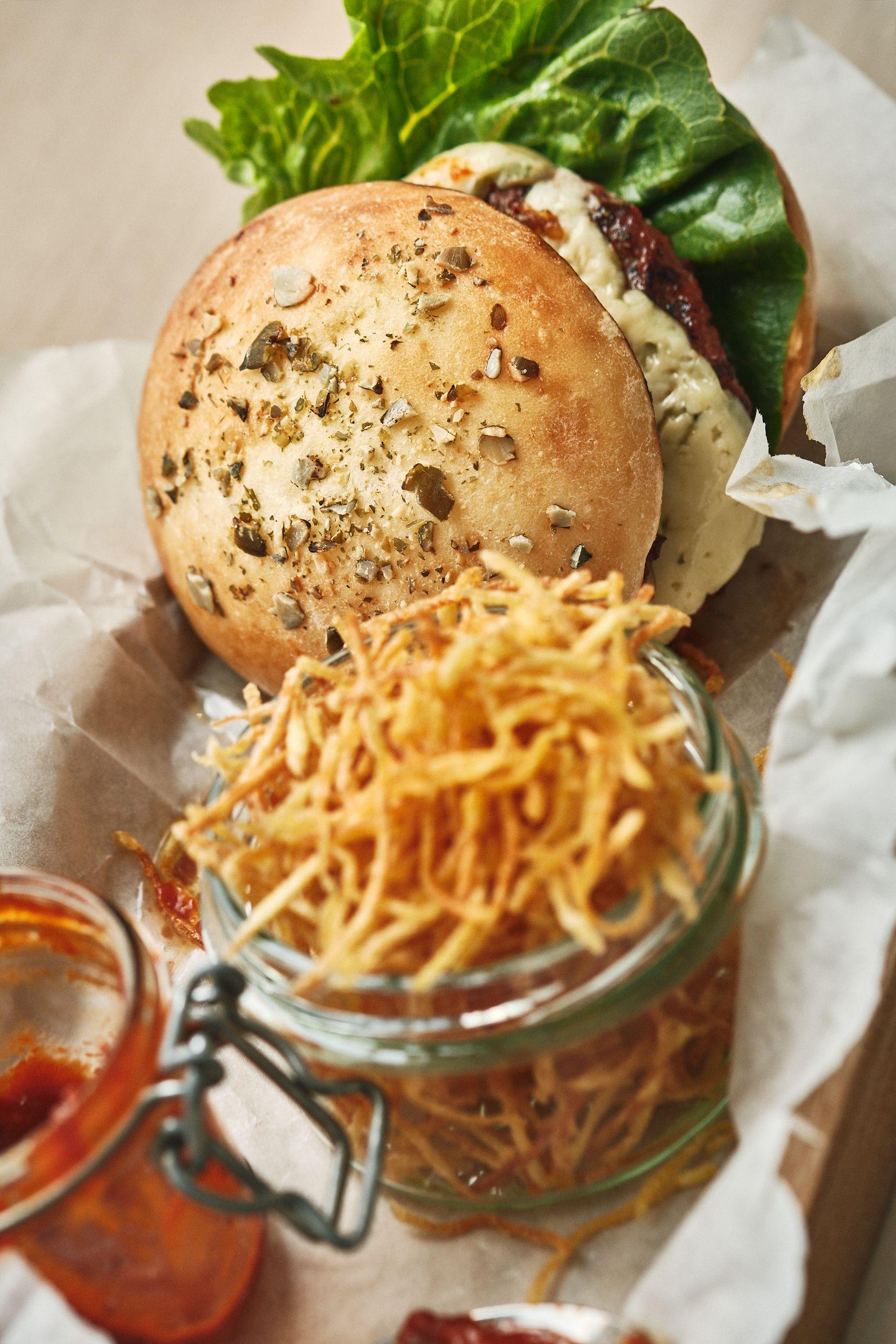 Hamburger med hjemmelaget burgerbrød