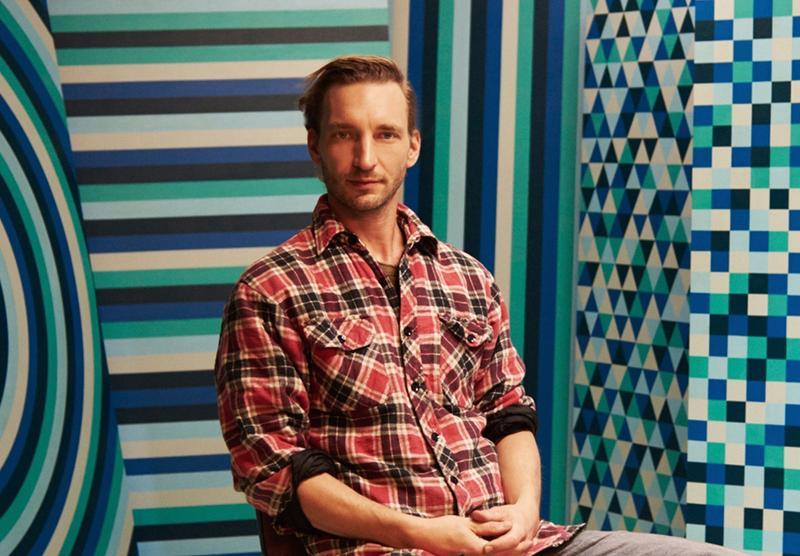 Poratraitfoto von Darko C. Nikolic in seinem Atelier