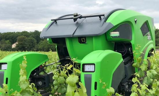 SITIA Introduces the First Hybrid Robot for Agriculture