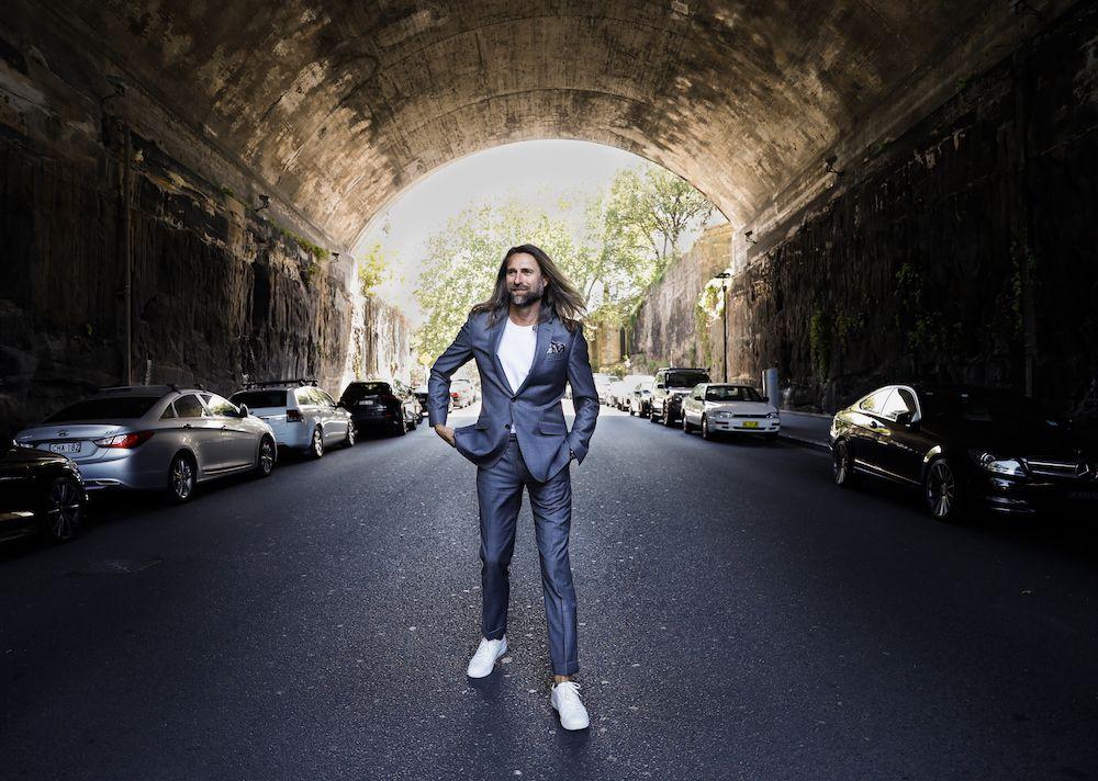 Bared_Footwear_Jeff_Lack_grey_suit_white_sneaker