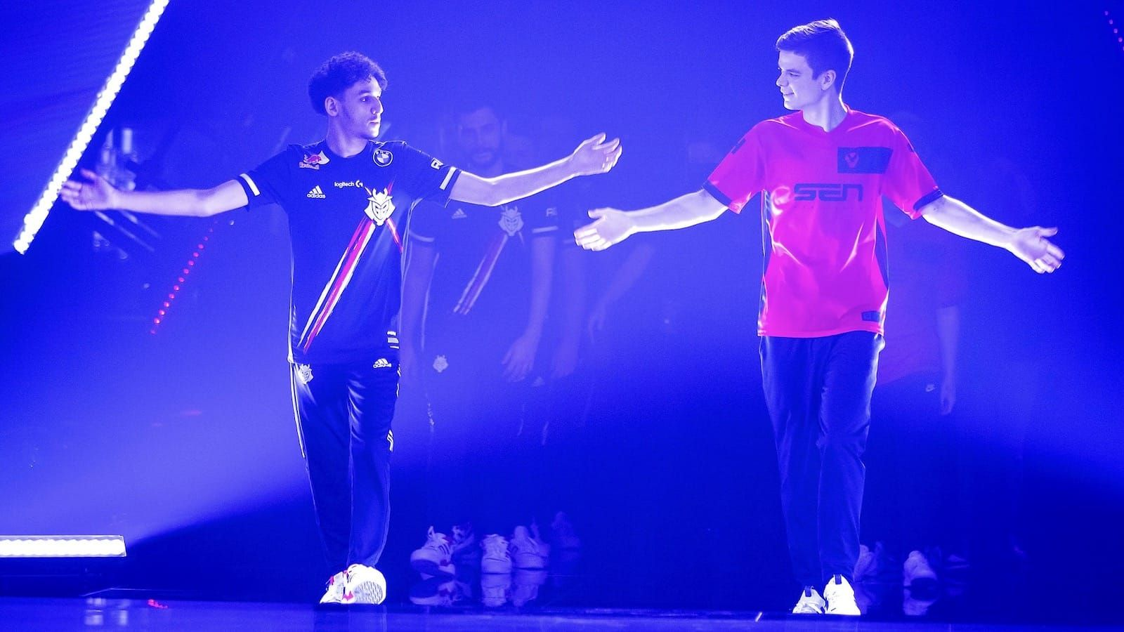 G2 player Keloqz and Sentinels player Sick walk out on stage with arms out